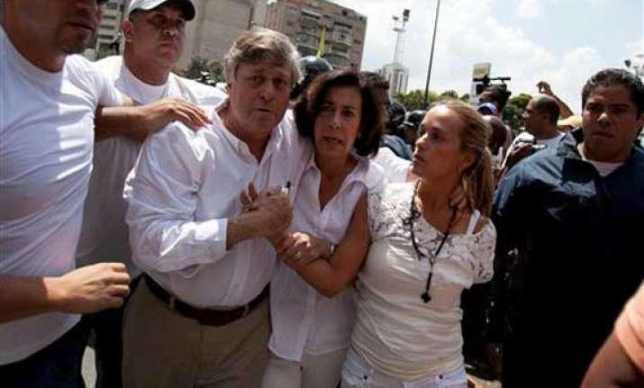 thousands flock to hear opposition leader lopez in venezuela