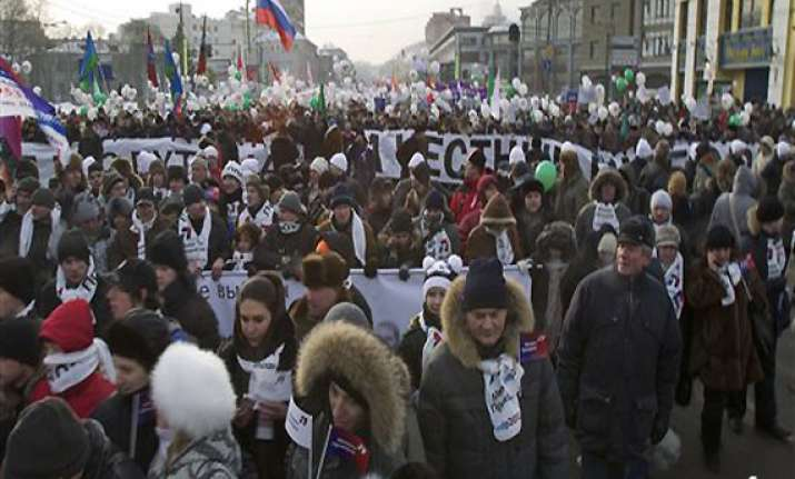 thousands attend rival rallies in moscow