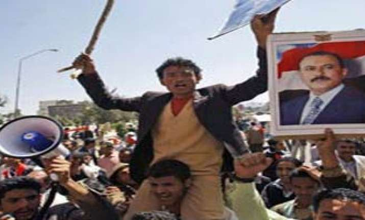 thousands of police confront protesters in yemen