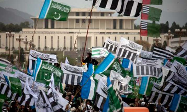 thousands rally in pakistan against cooperation with nato