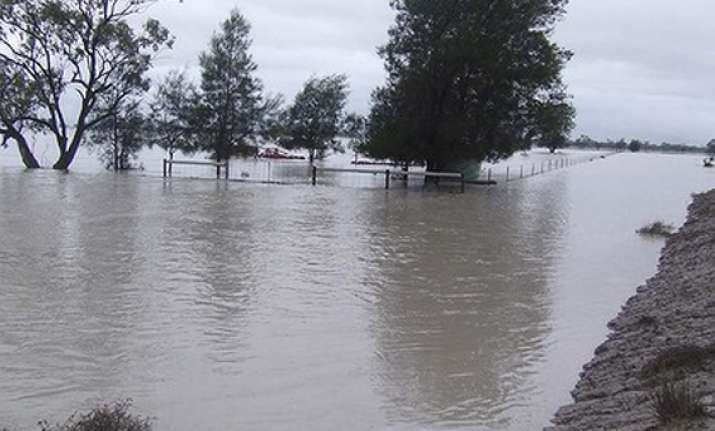 thousands stranded by flooding in northern new south wales