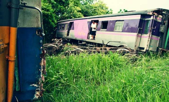 tourists injured in thailand train accident