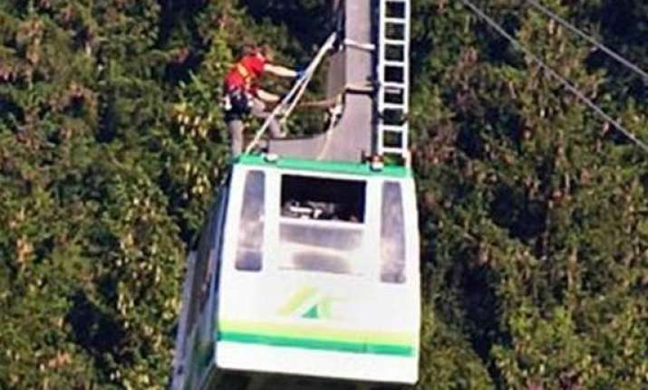 tourists trapped on german cable car for 17 hours