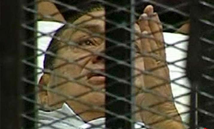 trial of mubarak resumes