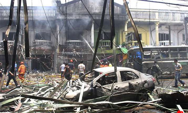 bombs in southern thailand kill 14 injure 340
