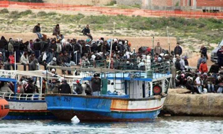tunisians fleeing to europe in waves