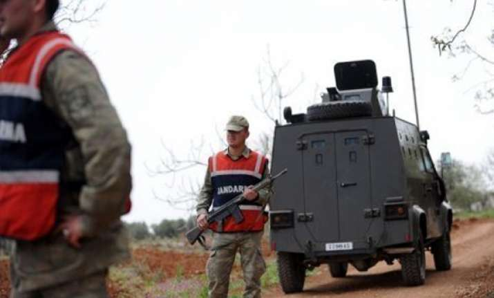 turkey sends missile batteries to syria border