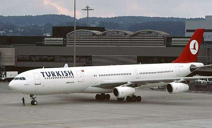 turkish pilot abandons flight to protest colleagues