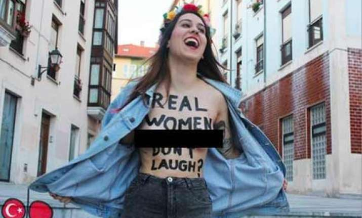 turkish women defy deputy pm with laughter