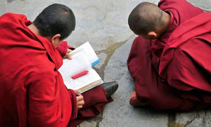 two more tibetan monks set themselves afire