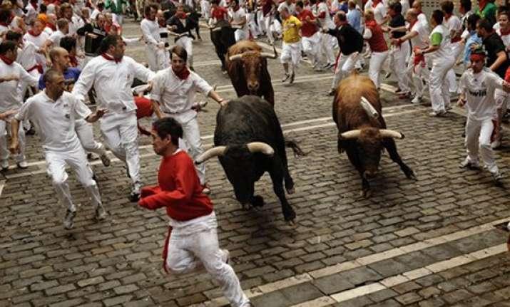 two injured at pamplona s fifth bull run