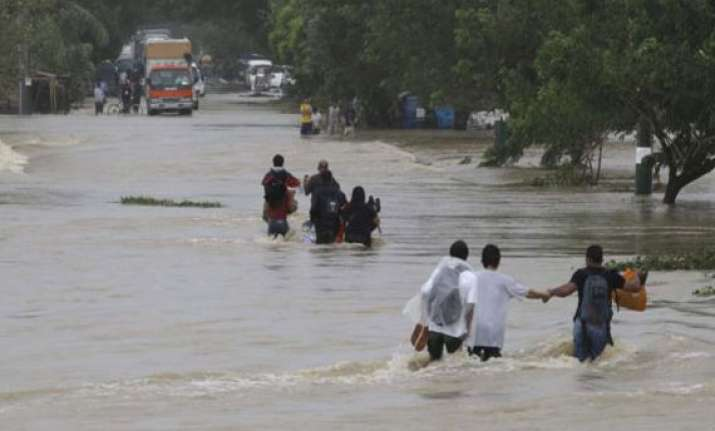 typhoon nari kills 12 in philippines