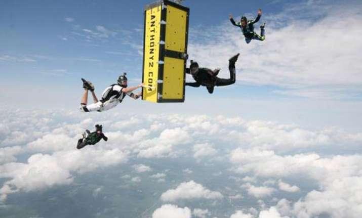u.s. escape artist pulls off locked coffin skydive