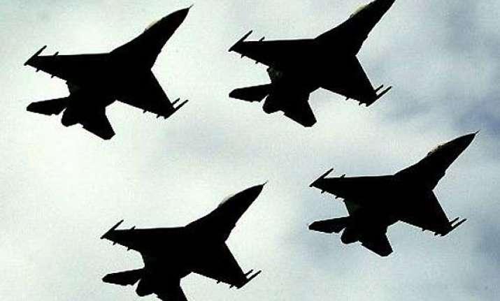 uk arrests 2 men over incident with pakistan plane