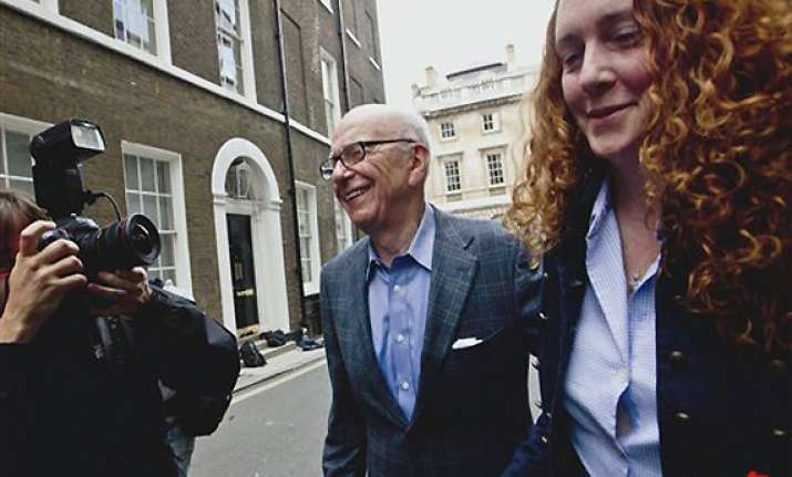 uk hack brooks aide husband 6 others arrested