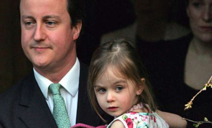 uk pm cameron leaves 8 year old daughter in pub