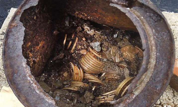 us couple finds 10 million in gold coins while walking