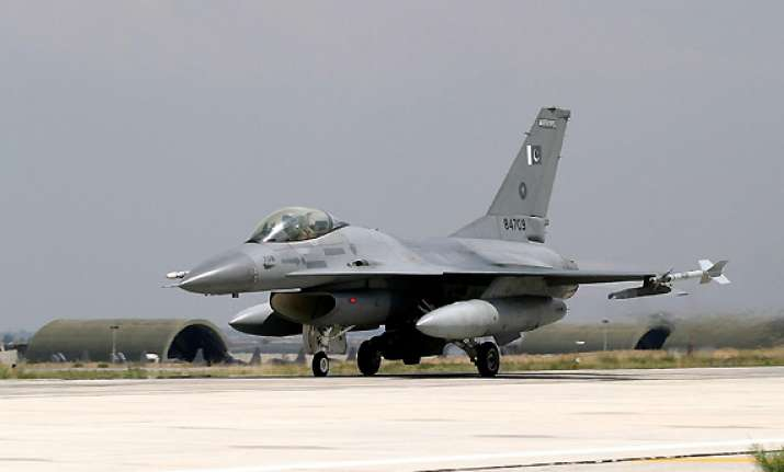 us delivers 3 f 16s to pakistan