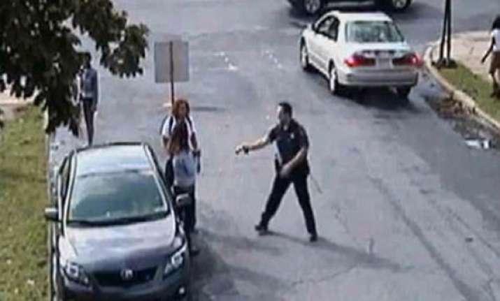 us police officer fired electroshock gun taser at girl s