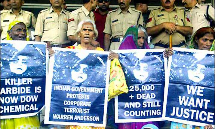 us court absolves union carbide of liability in bhopal