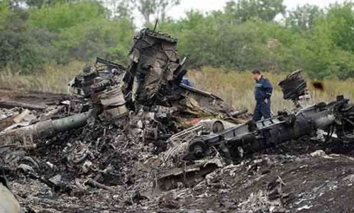 ukranian security officials say mh17 jet was hit by missile
