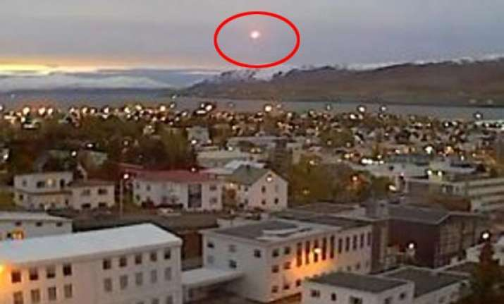 watch video super bright ufo crashes over iceland