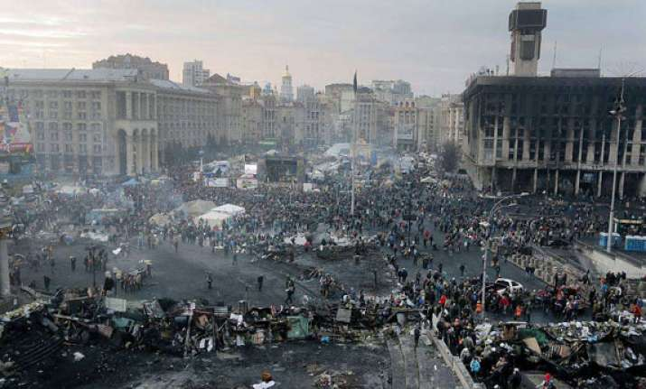 watch pics ukraine president flees kiev protesters take