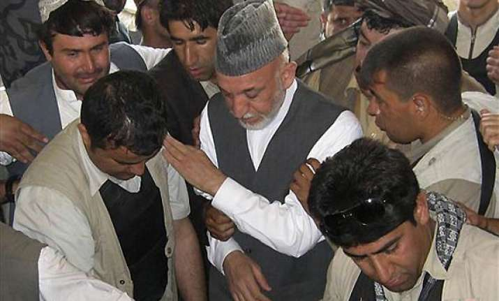 weeping afghan president buries his brother