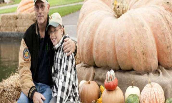 world s biggest pumpkin sculpture weighing 921 kg unveiled