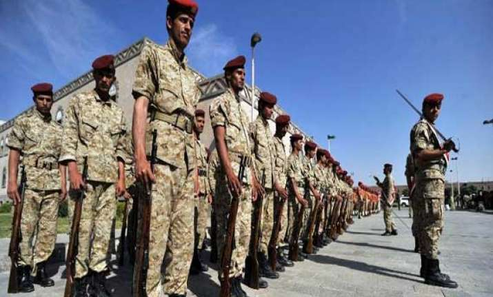 yemen s army recaptures base seized by al qaeda