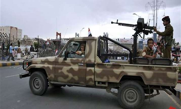 yemen republican guard unit defects to opposition