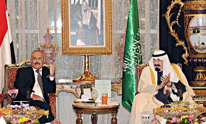 yemen s saleh finally signs deal to quit power