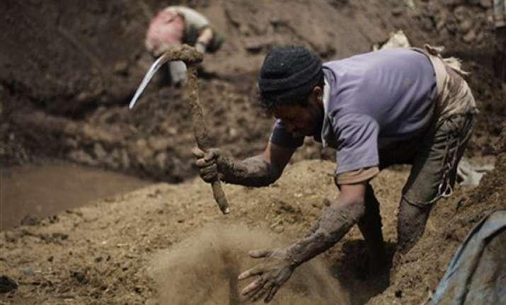 yemen says al qaida land mines killed 73 this week