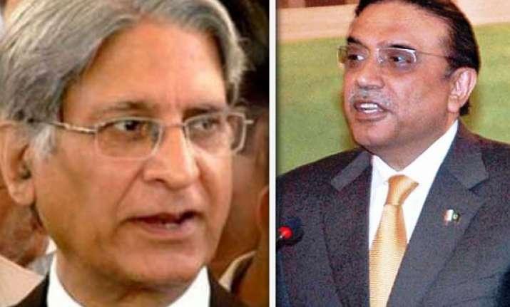 zardari asks aitzaz ahsan to be mentor to bilawal