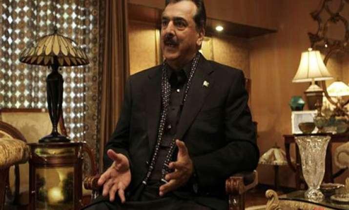 zardari went to dubai hospital because of life threats