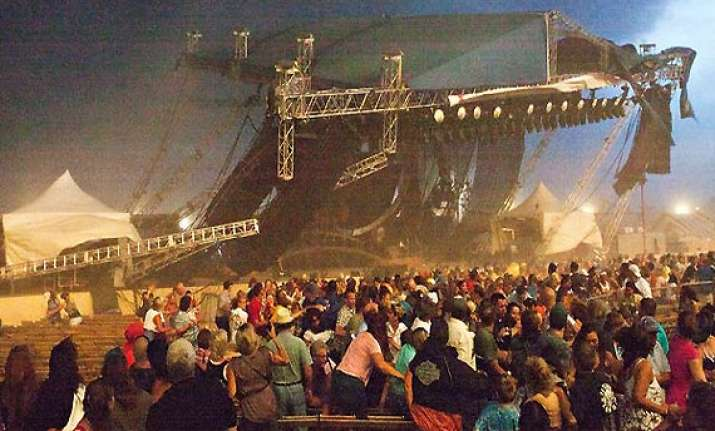 5 dead as stage collapses in indiana us