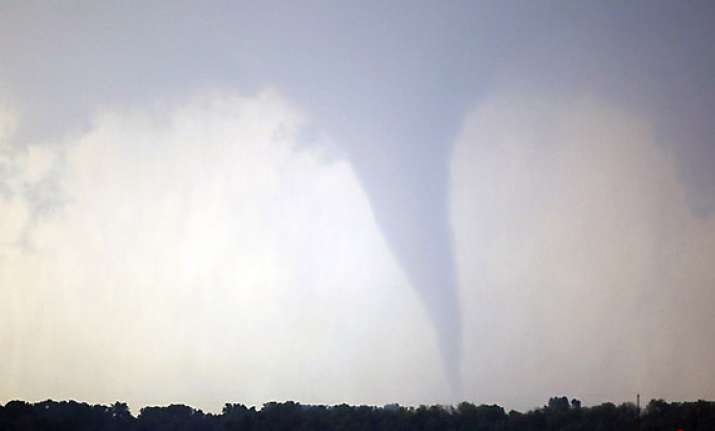 5 dead 29 injured in us midwest tornadoes