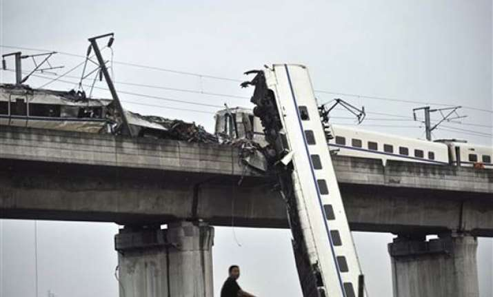 33 killed as china s bullet trains collide
