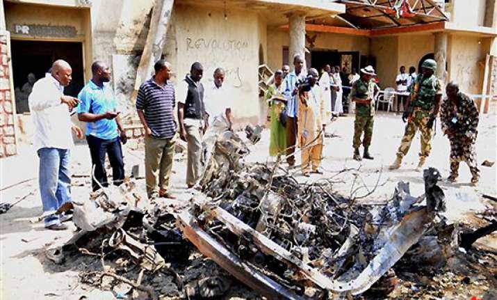 28 killed in nigeria church blasts