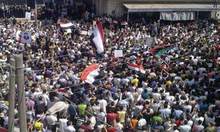 19 killed in syria clashes eu slaps sanctions