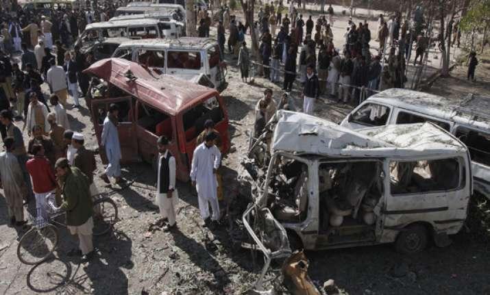 12 killed 36 injured in pak car bombing