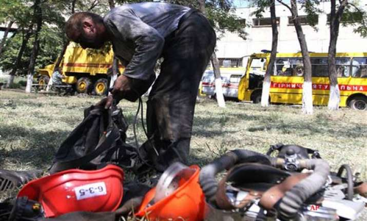 20 killed 17 missing in two mine accidents in ukraine