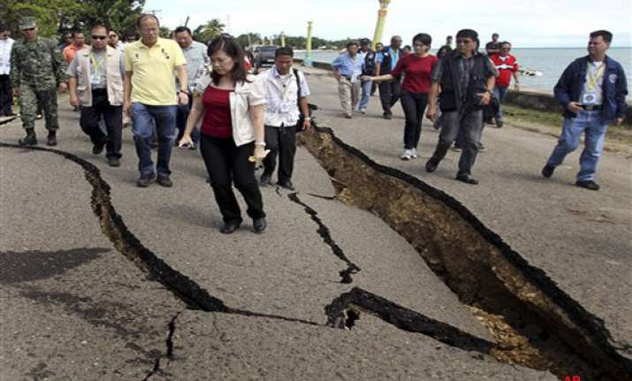 26 killed 50 missing in quake hit philippines