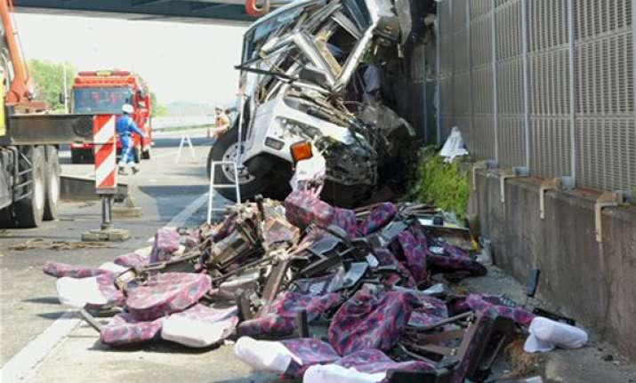7 killed as bus crashes on way to tokyo disneyland