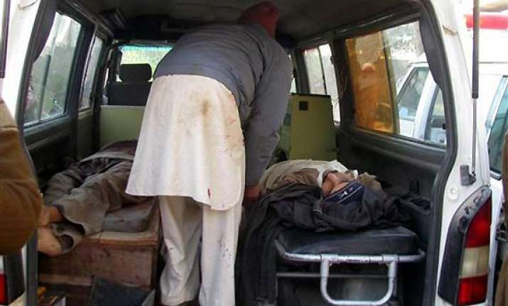 8 killed in taliban attack on pak police station