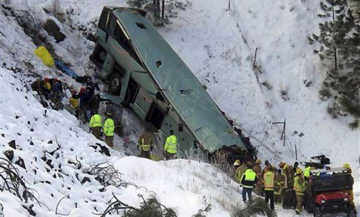 9 killed in tour bus crash along us highway