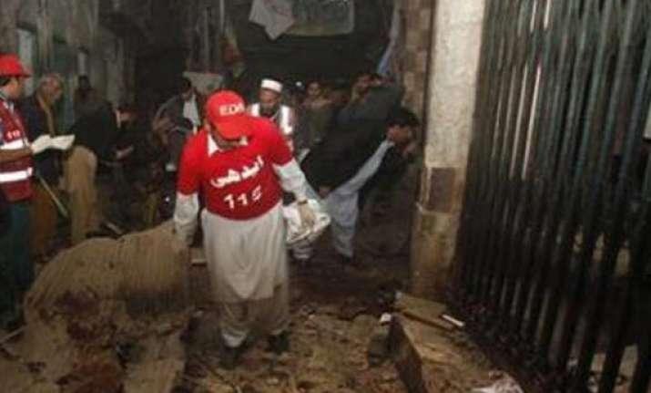 7 killed 50 injured in pak blast