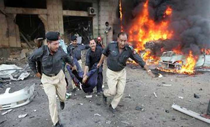 17 killed 50 wounded in blast in northwest pakistan