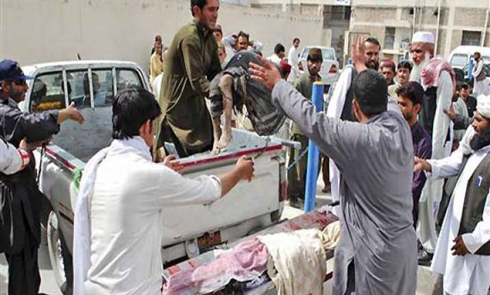 14 people killed in bomb blast outside madarsa in quetta