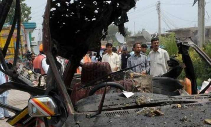 10 policemen killed in suicide attack on pak police station